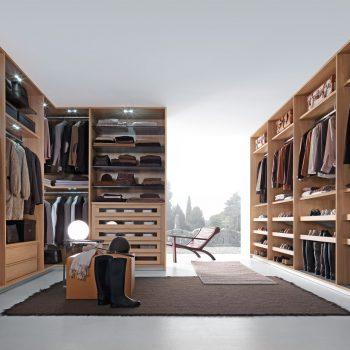 Made-to-measure walk-in wardrobe