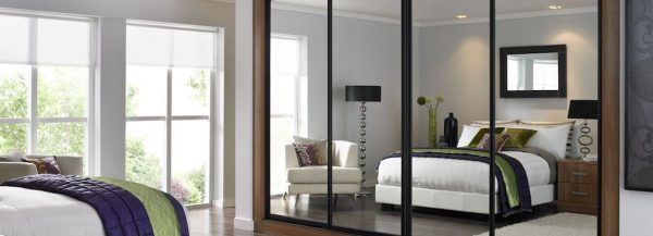 Fitted mirrored door sliding wardrobe