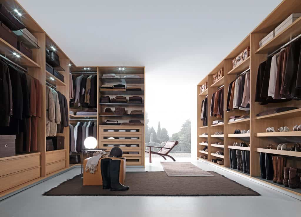 Made-to-measure walk-in wardrobe