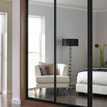 Fitted mirrored door sliding wardrobe