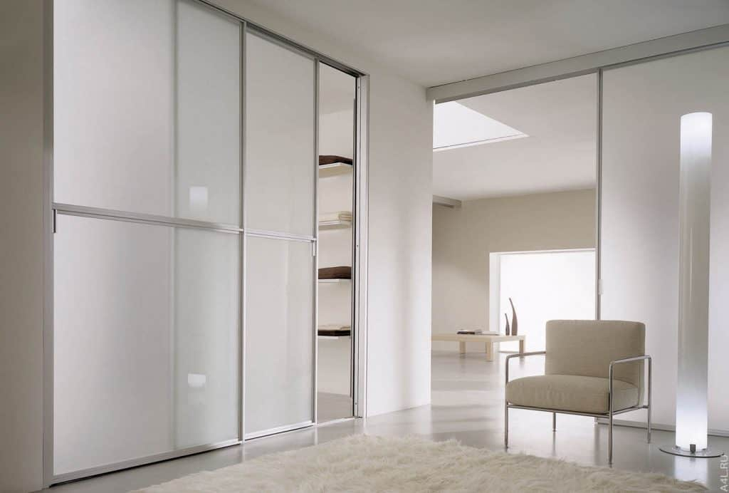Made-to-measure fitted wardrobe in Chelsea