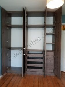 Fitted_wardrobe_with_shoe_storage