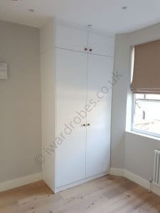 Made-to-measure traditional spray-painted wardrobe with hinged doors