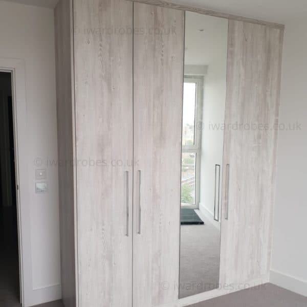 Made-to-measure modern hinged door wardrobe with mirror