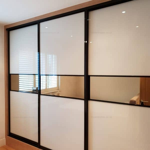 Fitted glass and mirror closet