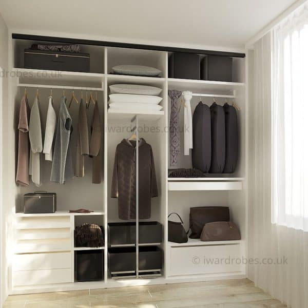 Made-to-measure fitted wardrobe